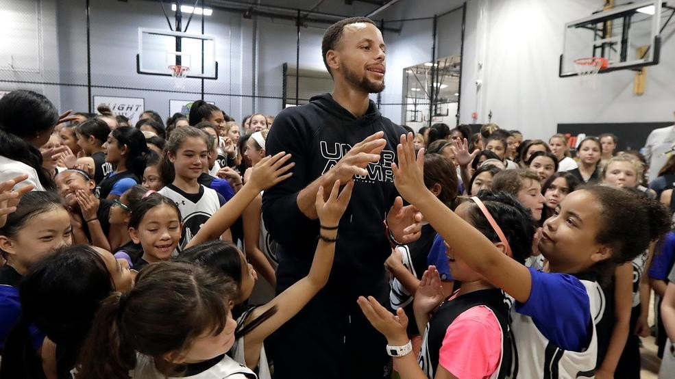 ac5525ac2852 Stephen Curry supports women s game by hosting girls camps
