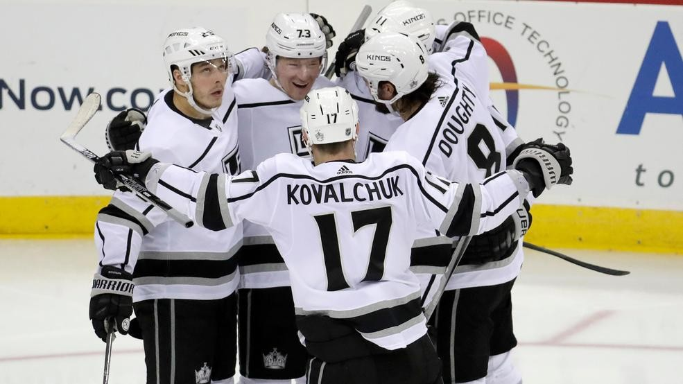the best attitude 8da29 d914d Toffoli scores 2 early in 3rd period, Kings beat Devils 5-1 ...